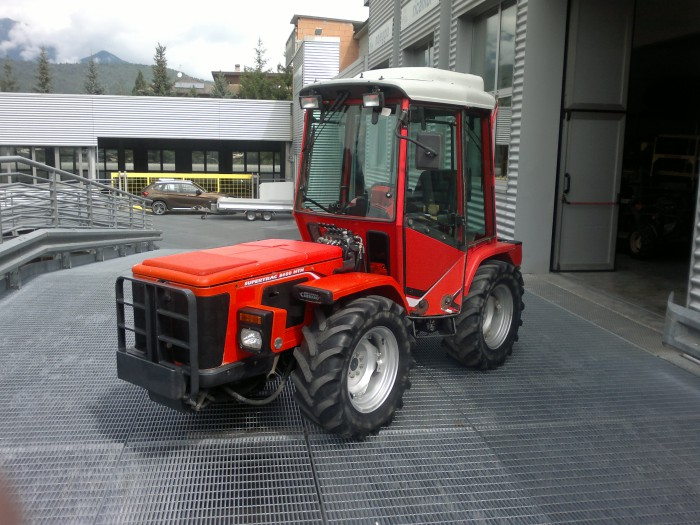 antonio carraro htm 8400 gebraucht traktoren obstbau. Black Bedroom Furniture Sets. Home Design Ideas